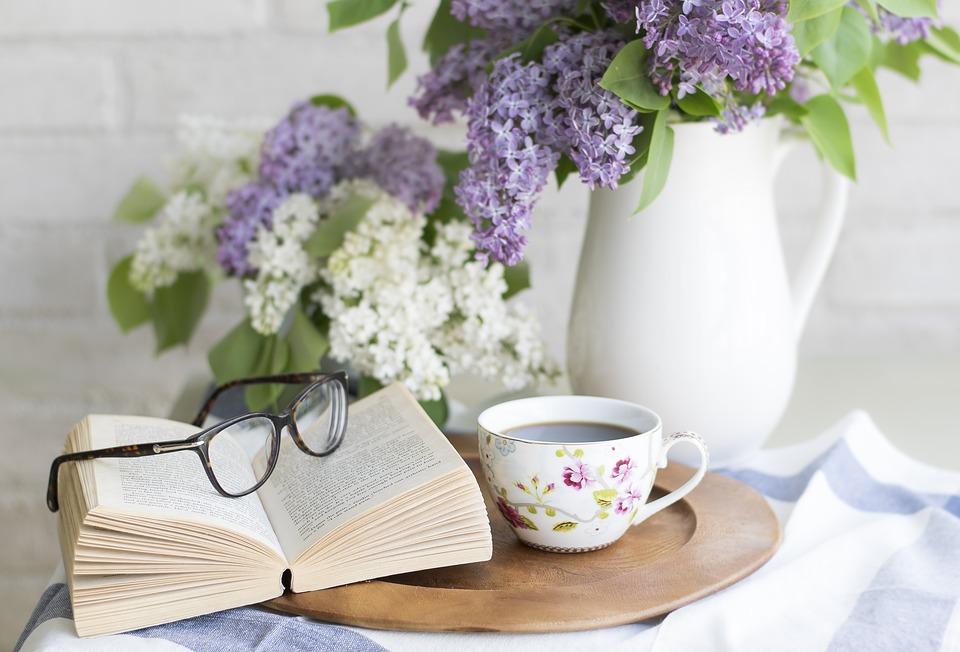 wyposażenie domu - stolik kawowy